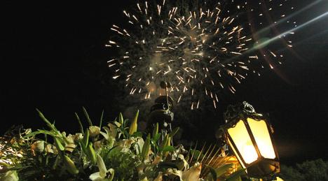 Castillo de fuegos artificiales al final de la procesión de >San Roque (Archivo)