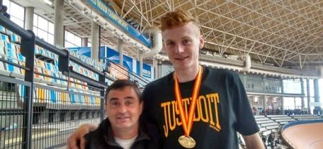 James, junto a Miguel A. Gómez Vera Monitor de la Escuela Municipal de Atletismo torrevieja