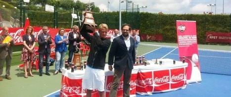 Kumh, levanta el trofeo de Campeón de España