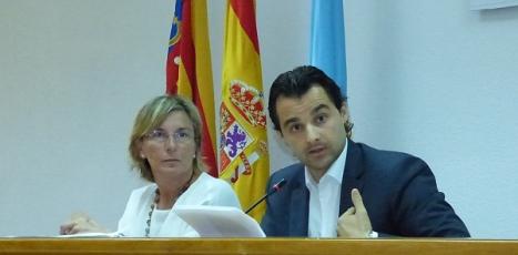 El alcalde, Eduardo Dolón y la concejal de Policía, Agustina Esteve en Rueda de prensa
