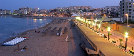 Vista nocturna de la Playa de la Mata