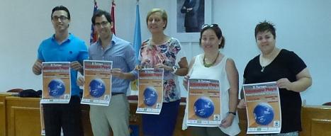 Los participantes en la rueda de prensa, exhiben el cartel anunciador del evento