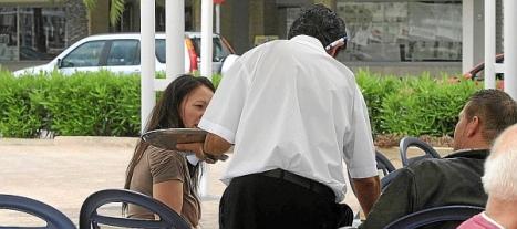 Los servicios motor de la disminución del paro en Torrevieja