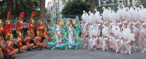 La Corte Salinera y las comparsas de Torrevieja en el desfile de las Hogueras