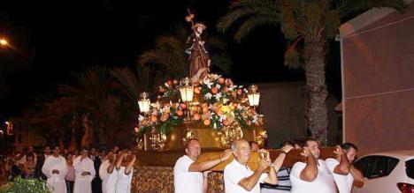 procesión de San Roque, acto central de las Fiestas del Barrio de su mismo nombre en Torreveija