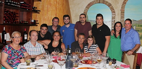 Amigos y colaboradores de Objetivo Torrevieja anoche en La Huertica