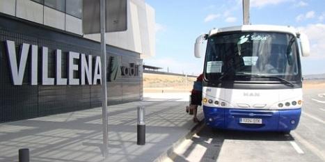 Bus lanzadera en la Estación de Villena