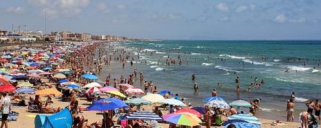Las playas de Torrevieja, presentaron un lleno absoluto en los cálidos días de Julio