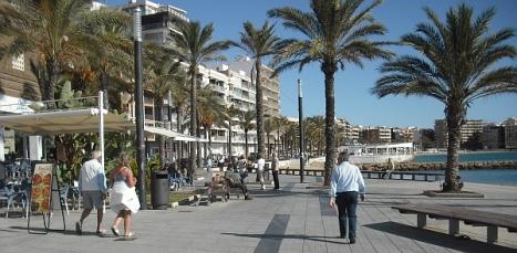 Paseo Marítimo Juan Aparicio, con múltiples terrazas