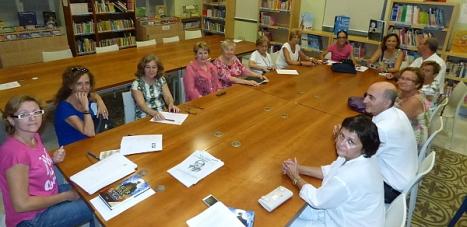 """Reunión del Club de Lectura """"Ambigú"""" en la Biblioteca Municipal"""