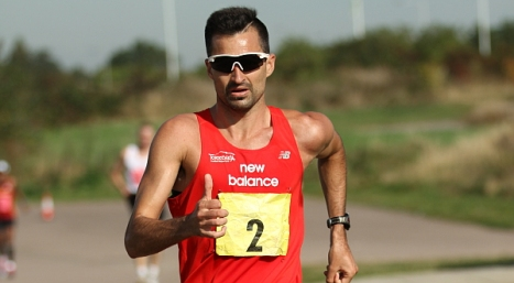 Luis Corchete en plena carrera
