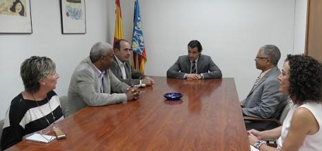EL alcalde de Torrevieja durante la visita de su homónimo de