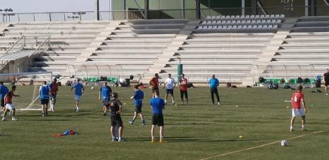 Los entrenadores en el Estadio Nelson Mandela