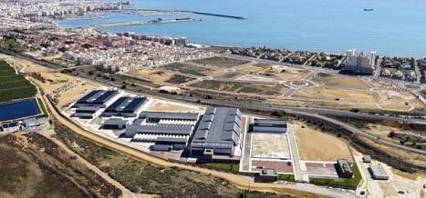 Vista aérea de la desaladora de Torrevieja, que se prodrÍa convertir en breve en la sede de una plata de Coca-Cola