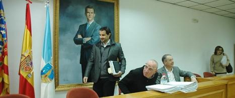 Eduardo Dolón, accede al Pleno de ayer