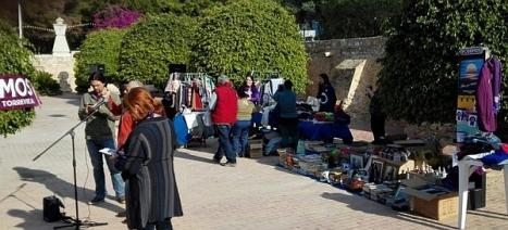 """Voluntarios de """"Podemos"""" en la recogida"""