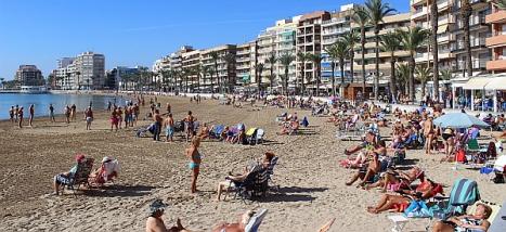 Playa de Torrevieja en pleno mes de Noviembre