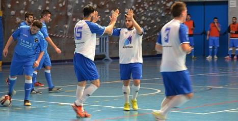 Los torrevejenses celebran uno de los goles