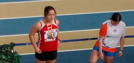 Valentina recien recibida la medalña de pata