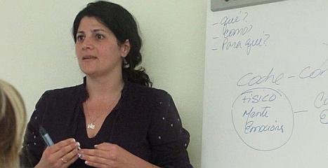 La psicóloga Aned Machado durante la Charla