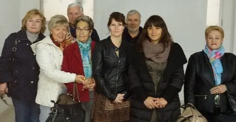 Varios de los asistentes al curso con las profesoras del mismo