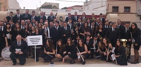 Banda de la Unión Musical Torrevjense en La Senia (Tarragona)