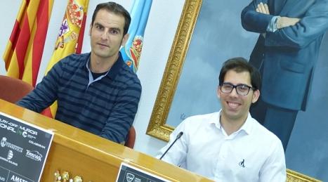 Abrahan Butrón junto al concejal de deportes, Luis María Pizana