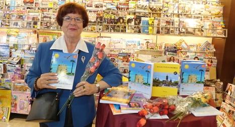 Toñi Soler, firmó libros y regaló rosas