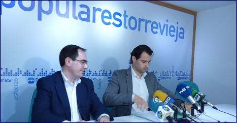 Eduardo Dolón junto a J. Albaladejo en la rueda de prensa de ayer