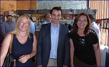 El alcalde en funciones. Eduardo Dolón, coincidió con las concejalas electas de C's, Pilar Gómez y Paqui Parra