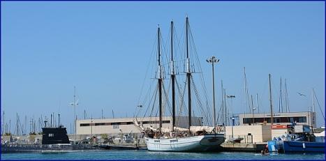 El Pascual Flores, ayer en el puerto de Torrevieja (Foto: F. Reyes)