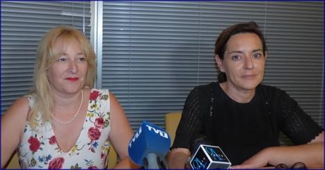 Pilar Gómez Magán y Paqui Parra, durante la rueda de prensa