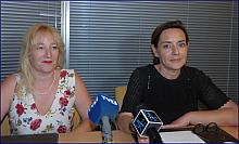 Pilar Gómez y Paqui , anoche en rueda de prensa