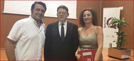 El president, Ximo Puig, entre Javier Manzanares y Fanny Serrano