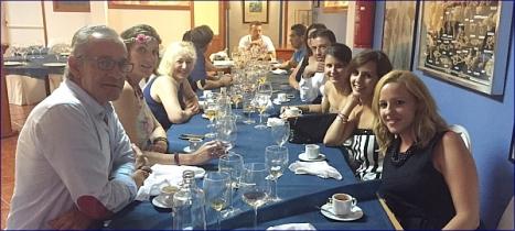 Parte de los abogados reunidos anoche en torno a la buena mesa