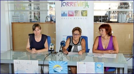 La concejal de comercio y hostelería, Manuela Osuna junto a las técnicos de Comercio y Turismo ayer