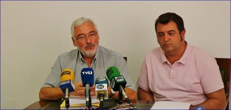 Losé Manuel Dolón, junto a Javier Manzanares, ayer en rueda de prensa