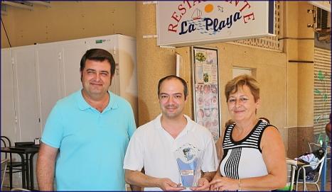 Álbum, pinchando sobre la foto (Imagen: Rest. La Playa recibe 1. Premio - Foto J. Carrión)