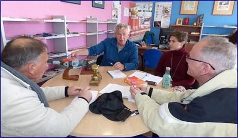 Voluntarios ingleses compartiendo su idioma en el CIAJ