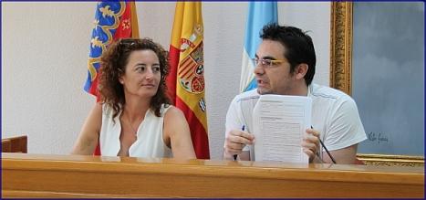 Fanny Serrano (PSOE) y Víctor Ferrández (IU) en rueda de prensa