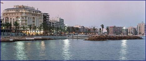 Paseo Marítimo Juan Aparicio desde el mar - Torrevieja