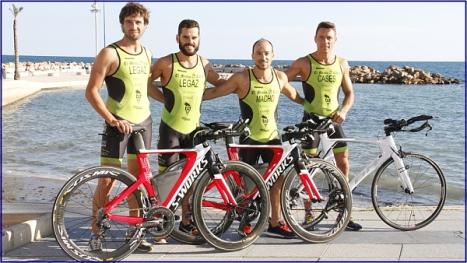 Los cuatro atletas que participarÁn en el Campeonato de España de triatlón en Ibiza