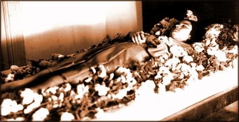 Mujer muerta. / Foto: A. Celdrán - Colección de la Agrupación Fotográfica de TorreviejaTorrevieja.