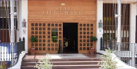 Entrada al Real Club Náutico de Torrevieja, donde se ubica el Restaurante