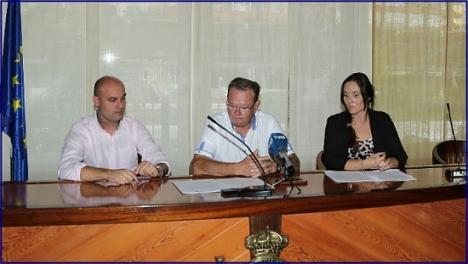 De izqda. a dcha. Pablo Samper, concejal de Deportes del ayto. Torrevieja; Germán Soler, presidente del RCNT y Belén Gey, Directora Comercial Grupo IMED Hospitales.