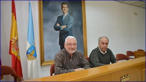El alcalde, José Manuel Dolón y el concejal de Tercera Edad, Domingo Pérez en la rueda de prensa ayer (F. Reyes)