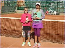 Patricia Dobinoviciute (derecha) campeona en elche circuito alicantino