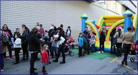 Fiesta en la calle Zoa, día 23 de diciembre