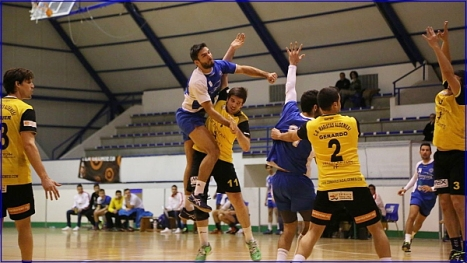 El Balonmano Torrevieja en acción (Foto: J. Carrión)