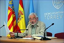 """El alcalde, comunicando ayer la """"buena nueva"""" (Foto: J. Carrión)"""